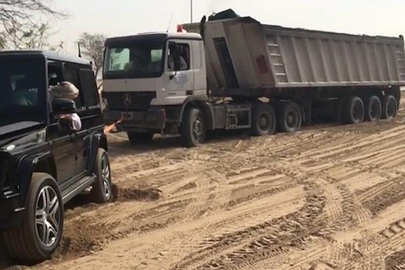 Принц Еміратів витяг грузовик