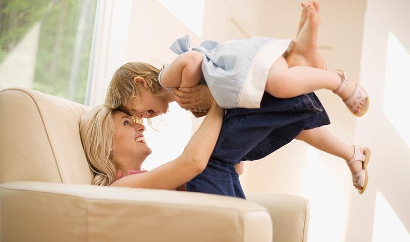 Щаслива мати та дитина