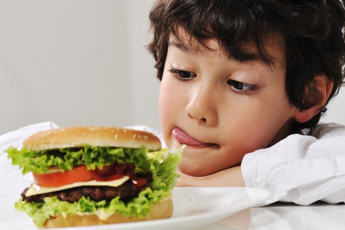 Дитина та шкідлива їжа