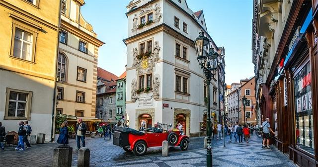 Куди поїхати на травневі свята - стародавні вулички Праги