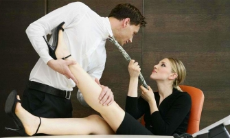 Стосунки на роботі - аргументи «за» та «проти»